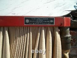Tuyau D'incendie Vintage Avec L'équipement D'incendie De Mount Sierra De Mur 75